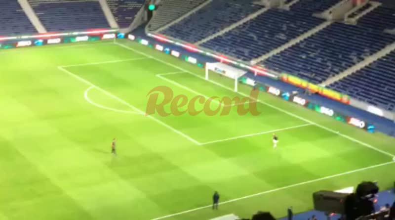 После матча Португалии и Хорватия Роналду выбежал на поле и начал тренироваться