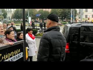 Лжецы, сдохните!: Зеленского счиновниками вЧерновцах обругали из-за платного лечения откоронавируса