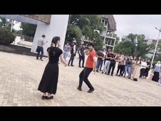 Кайфовая Чеченская Лезгинка Мадина ALISHKA 2021 Девушки Танцуют Красиво В Парке Черкесск Топ Музыка