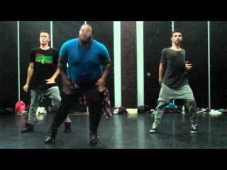 То чувство,когда даже толстый мужик танцует круче тебя.