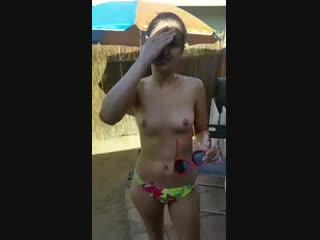 Красивая малолетка сняла купальник дала потрогать грудь эротика 18+ сиськи маленькая подросток после школы домашнее