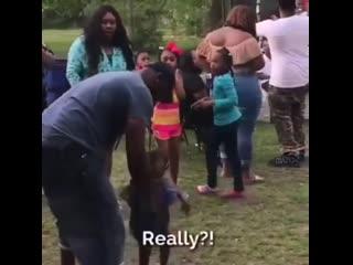 Я думала мамаша его убьет!😅