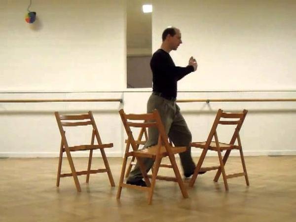 Molinete con cuatro sillas a derecha, cambio 90° en segunda apertura