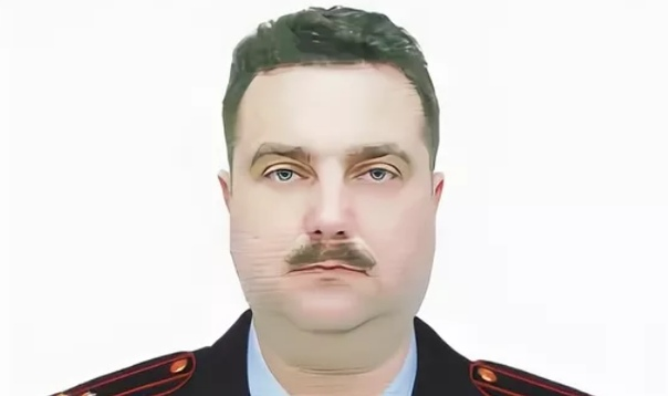 под красивым начальник омвд по киришскому району фото выпавших волосках все