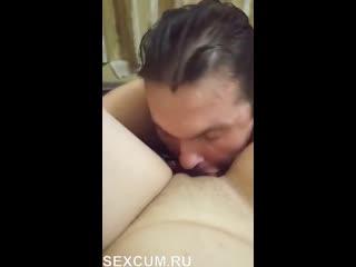 Послушный муженек старательно вылизывает у своей жены (HD В возрасте Киска Куни Лизание жопы Лизать жопу)