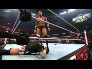 [#My1] Raw: Randy Orton and CM Punk trade blows before WrestleMania XXVII