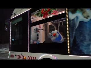 На улицах Красноярска появился сказочный общественный транспорт. Видео: Город Красноярск