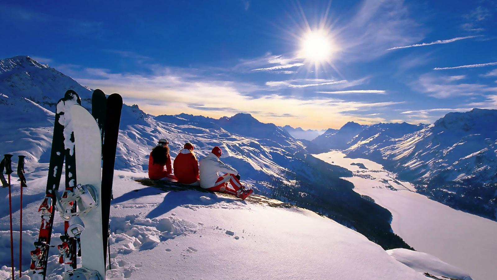 горы снег зима обои рабочий стол сноуборд лыжи люди пейзаж