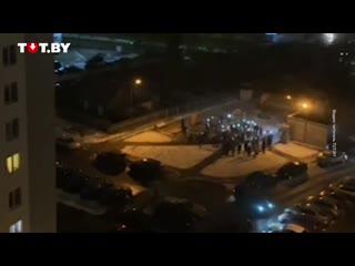 Жители двора на улице Червякова сняли на видео минуту молчания в память о Романе