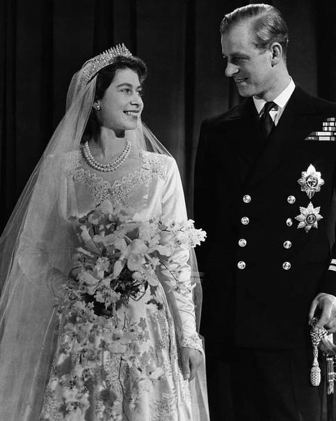 Сегодня Ее Величество Королева Великобритании Елизавета II отмечает свой 94-ый день рождения У британских монархов есть давняя традиция отмечать свой день рождения дважды. Королева