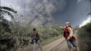 All around in ashes and lapillas. The incredible eruption of Semeru volcano, Indonesia!
