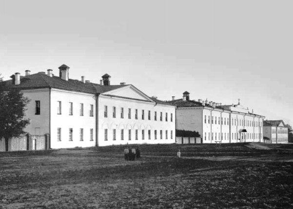 Здание Александровской губернской больницы. Дореволюционное фото.