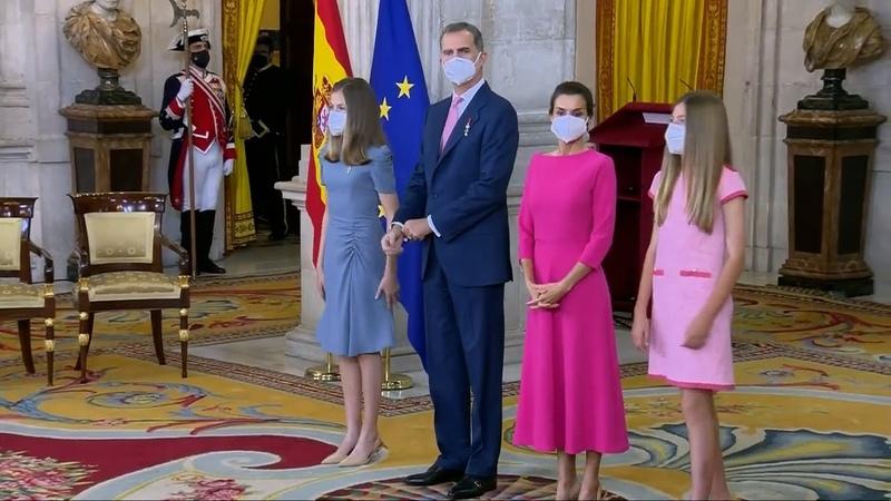 La Reina Letizia y sus hijas impactan con sus favorecedores estrenos