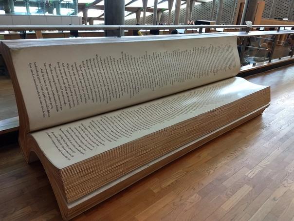 Удивительная скамейка в Александрийской библиотеке, украшенная сонетами Шекспира Каждый, кто бывал на уроках истории, знает о Великой Александрийской библиотеке одной из крупнейших библиотек