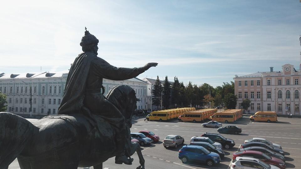 Игорь Руденя вручил ключи от 30 новых школьных автобусов представителям городов и районов Тверской области