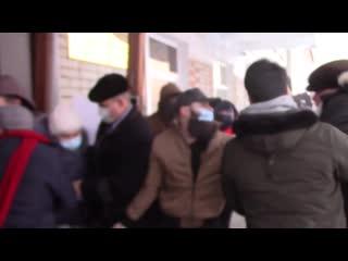 Драка жителей Александровска с депутатами гордумы