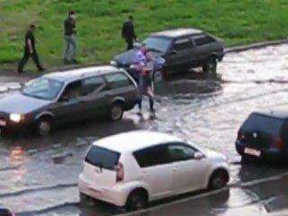 Что делают настоящие мужчины при потопе!