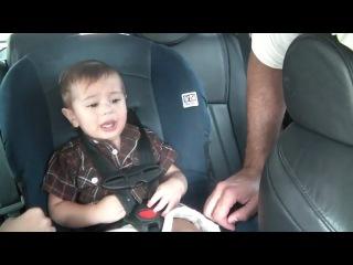 Что делать,если ребёнку не сидится спокойно в машине?ответ прост: включить Боба Марли))