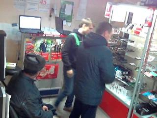 чел за день пришел 2 раза и 2 телефона  украл