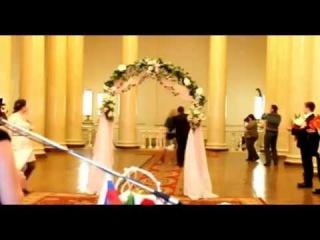 Наглядный пример почему большинство невест выбирает платье, а не юбку с корсетом)