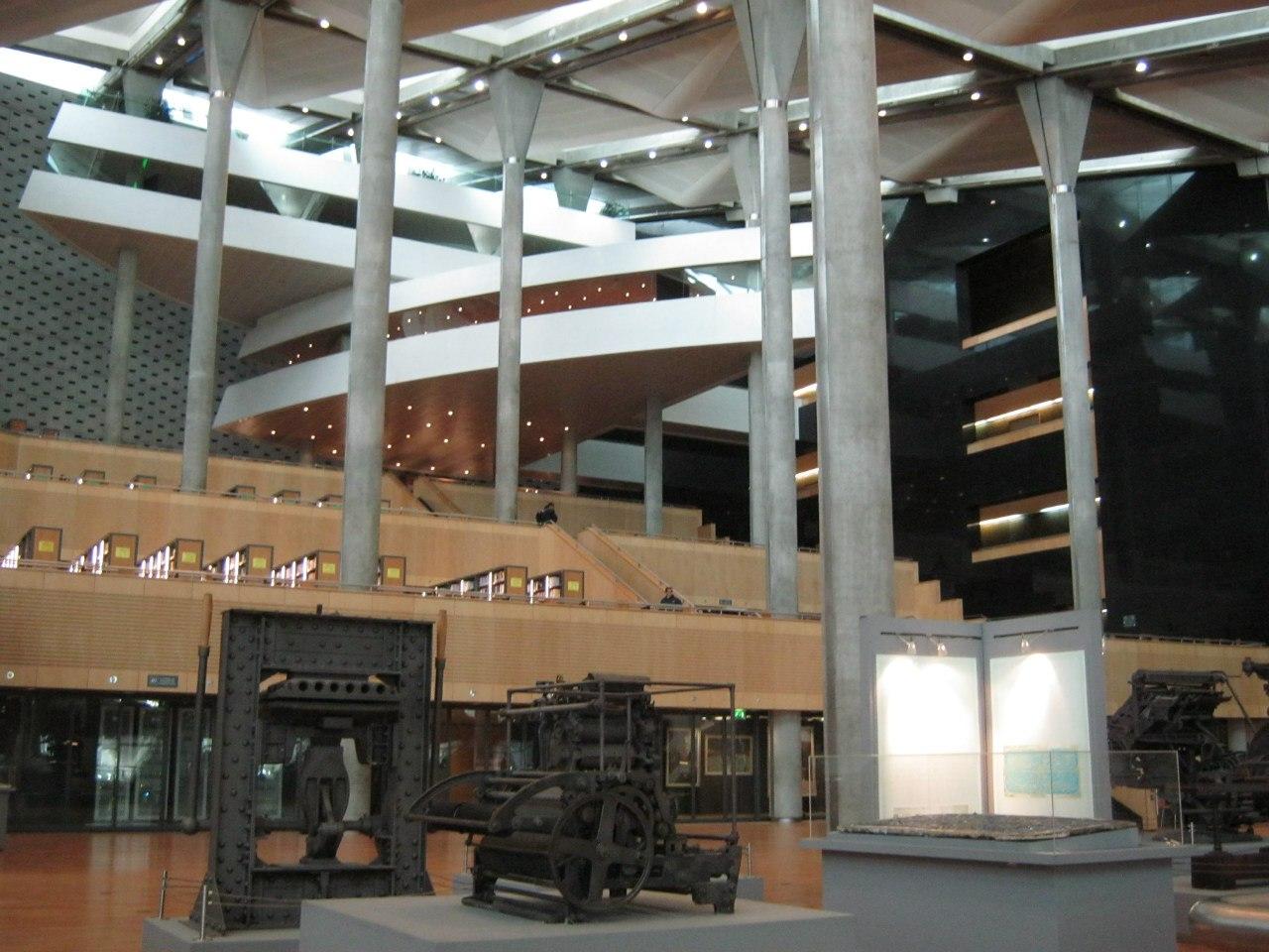 Внутри Александрийской библиотеки