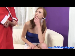 Малышка с конфеткой сосет деду морозу мокрый член. быстрый перепихон, секс, порно 18+, поимел, трахнул.