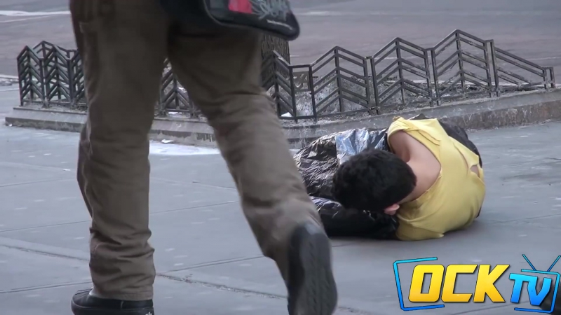 Бездомный ребенок в Нью Йорке Имей сердце имей душу и будешь человек во всякое время
