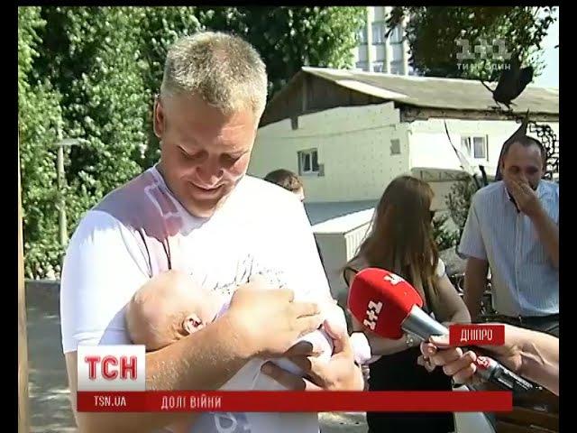 Найкраще у цій війні: волонтерка під свист куль виносила та хрестила хлопчиків близнят