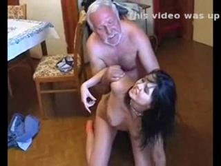 порно кончают в рот насильно