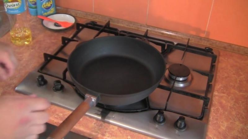 Подготовка чугунной сковороды БИОЛ к использованию, нанесение покрытия, тест - яичница глазунья