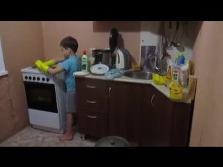 Мама приболела, зашла на кухню и Поняла живу не зря.