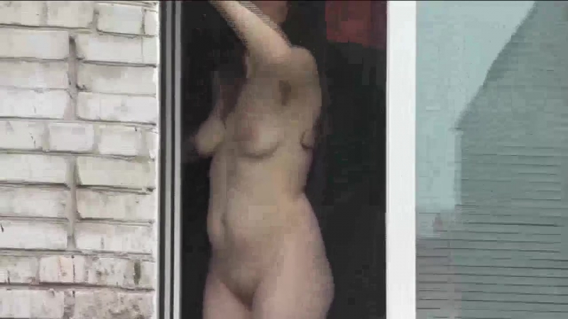 Naked mom washes window son spies on mommy. Naked in public. Spying Spycam, Du