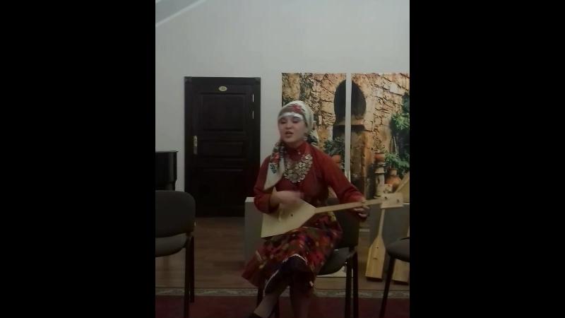 Мария Бочкарева. Сальинские частушки (Салья такмакъёс) под думбру