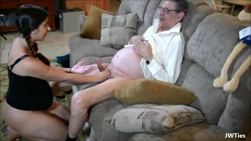 Беременность внучки это не повод перестать ее трахать в