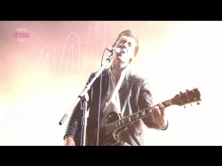 Arctic Monkeys - I Bet You Look Good on the Dancefloor (Live)