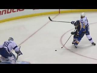 Vladimir Tarasenko powers his way in front and scores 12/1/16