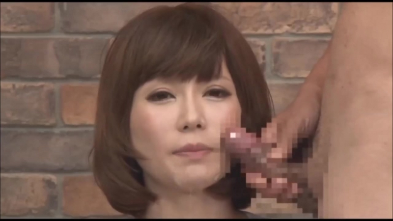 japanese-tv-reporter-oral