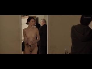 OON-CMNF-фантазия – совершенно голая женщина, которую не замечают на мужской вечеринке