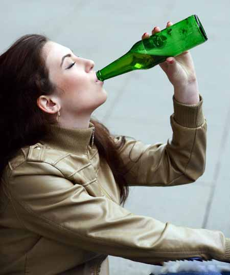 Потребность пить каждый день может быть признаком нарциссического алкоголика.