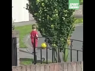 Мама сказала, что на дорогу ходить нельзя!