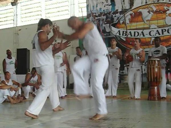 Abadá Capoeira - Jogo de Angola Jiboia e Pretinho 2009