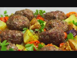 Мясные котлеты запеченные с овощами в духовке -  (Вкус дома)