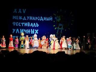 Соломбальский «Маскарад календаря» на открытии фестиваля уличных театров в Архангельске