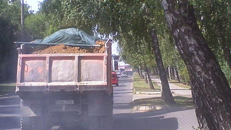 Camioane poluante pe strada Studenţilor - Curaj.TV