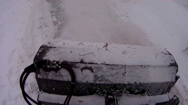 Чистка тротуара от снега щёткой на Polar Badger WL35
