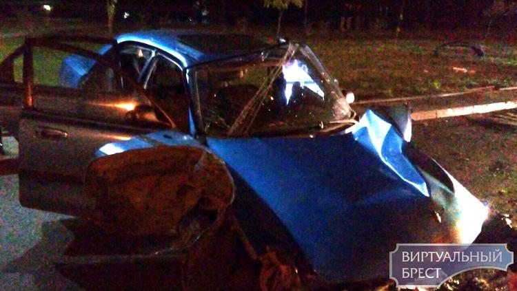 На спуске с Гузнянского моста серьёзное ДТП, есть пострадавший