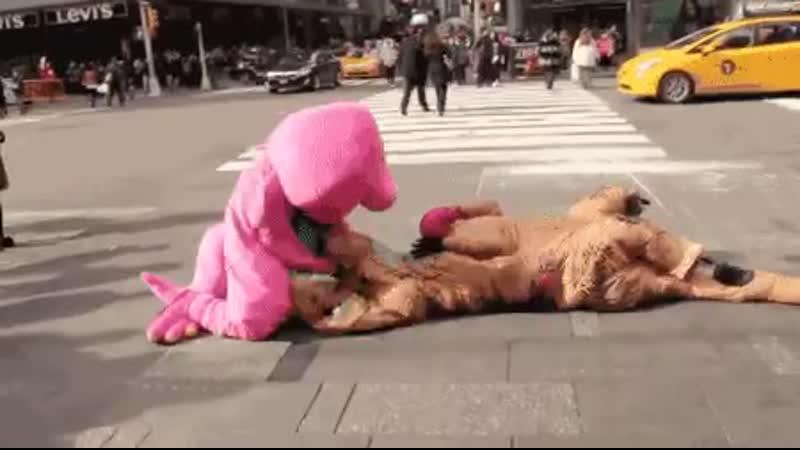 Свинка Пеппа, расправляется с Денвером последним динозавром!