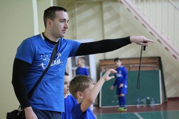 """""""Лучшим тренером"""" команды в возрастной"""
