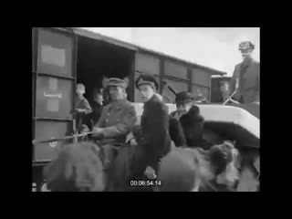 Россия опять врёт! Никаких боев за Ригу не было. Немцы отступили из города, а 13 октября 1