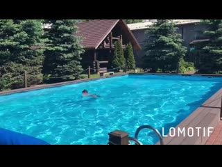 Жаркое лето в открытом бассейне в бане на Доблести